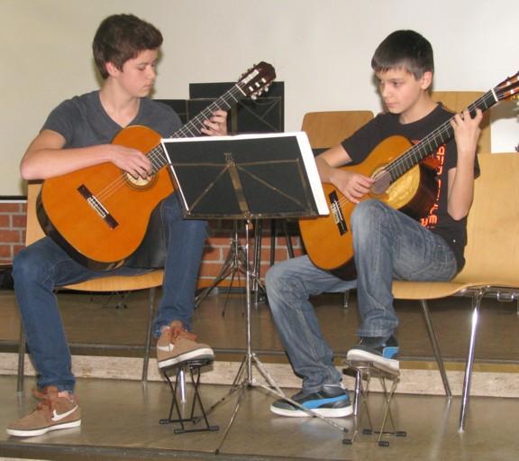 Gitarren-Duo Max und Kevin Weibbrecht erfolgreich bei Jugend musiziert